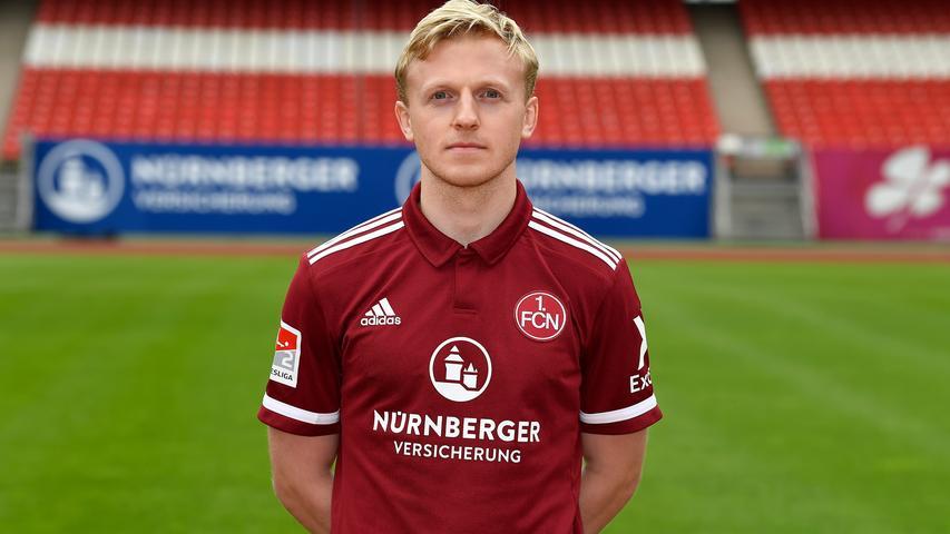In Hamburg gibt es noch immer viele Menschen, die sein Lächeln vermissen. Als Mats Möller Daehli für Sankt Pauli kickte, entstanden viele Fotos von diesem offensichtlich immer fröhlichen Norweger. Es entstanden auch Statistiken, die ihn als besseren Zweitligaspieler auswiesen, weshalb Möller Daehli nicht in Hamburg blieb. In Belgien aber wurde er nicht glücklich, weshalb ihn der Club verpflichten konnte. Seitdem verbreitet er in Nürnberg Freude und wenn nicht alles täuscht, könnte die jetzt noch einmal gesteigert werden.