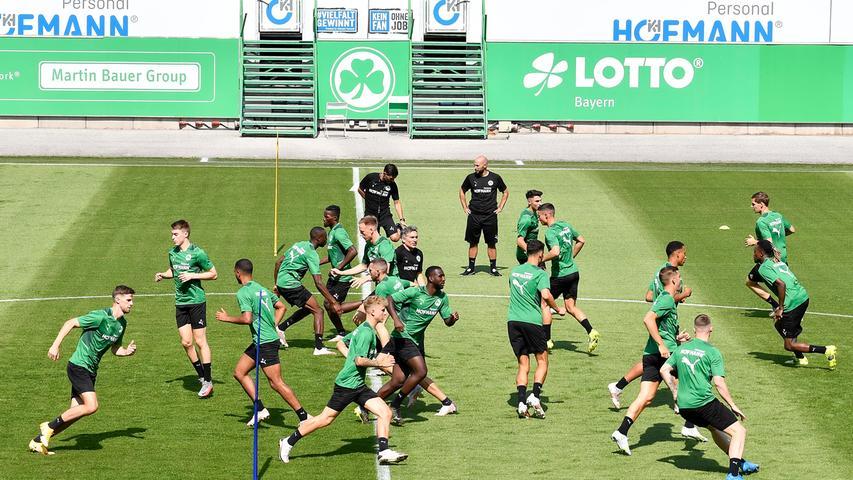 03.07.2021 --- Fussball - 1. Bundesliga - Saison 2021 2022 --- SpVgg Greuther Fürth Fuerth --- Training Trainingsauftakt ---  Foto: Sport-/Pressefoto Wolfgang Zink / WoZi ---   Impression Aufwärmen