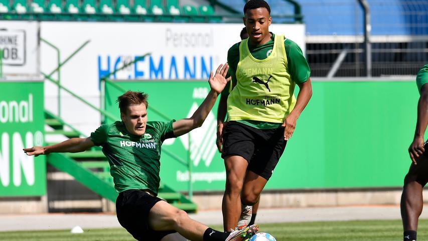 03.07.2021 --- Fussball - 1. Bundesliga - Saison 2021 2022 --- SpVgg Greuther Fürth Fuerth --- Training Trainingsauftakt ---  Foto: Sport-/Pressefoto Wolfgang Zink / WoZi ---   Max Christiansen (13, SpVgg Greuther Fürth ) Jamie Leweling (40, SpVgg Greuther Fürth )