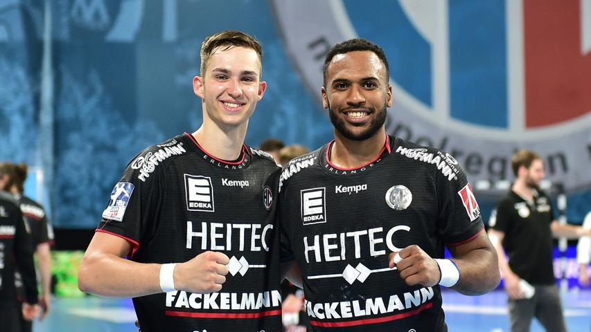 Dass Daniel Mosindi (rechts)in dieser Saison auf 27 Einsätze kommen würde, war kaum vorherzusehen. Nach den Verletzungen von Ivic und Metzner war der Israeli erste Wahl im rechten Rückraum. Dort strahlte er nicht die Torgefahr wie Ivic und Metzner aus, mauserte sich aber zu einem soliden Bundesliga-Spieler. Note 3.