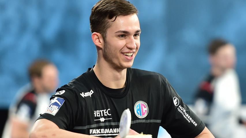 Eine der Entdeckungen der Saison ist Tarek Marschall (26 Einsätze). Der 20-Jährige nutzte die Gunst der vielen Verletzungen, um mit Mut seine ersten Bundesliga-Erfahrungen zu sammeln. Schnell, aber noch etwas zu schmächtig, um von den Abwehrbrocken der Liga nicht gestoppt zu werden. Note 2,5.