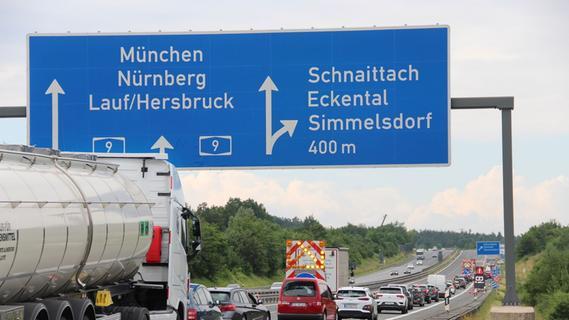 Drei Stunden Warten wegen Brückenabbaus: Massiver Stau auf der A9 bei Schnaittach