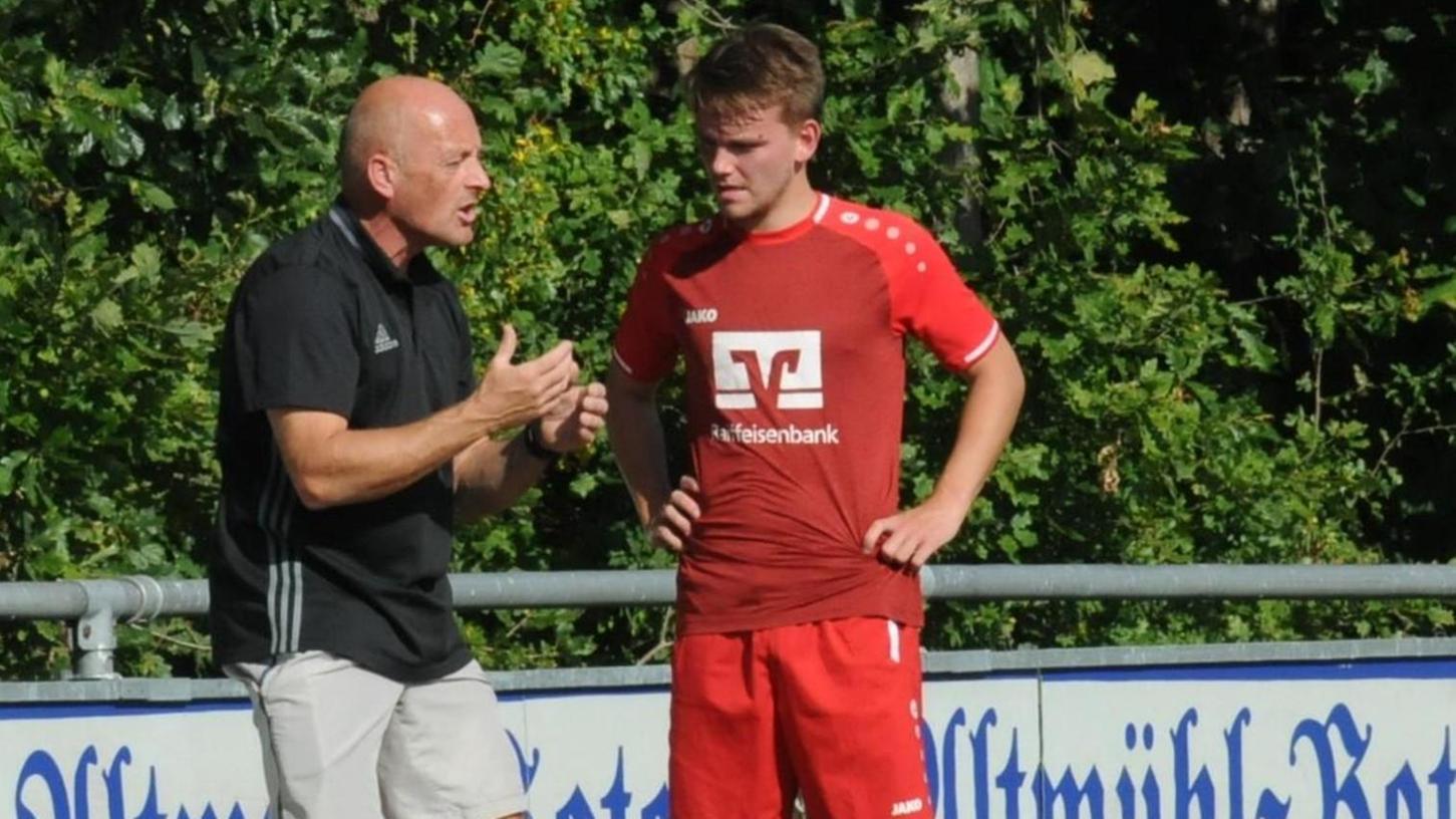 Engagiert an der Seitenlinie: Trainer René Ferstl hat die gute Arbeit seines Vorgängers Michael Bund fortgeführt und den FC Frickenfelden zum Kreisklassisten gemacht.