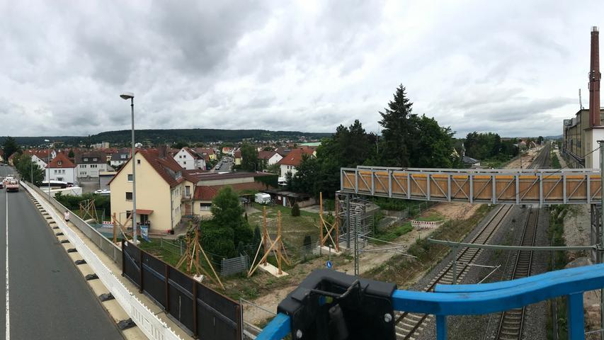 Ein Überblick von der Hebebühne: Die Piastenbrücke ist neben der Eisenbahnbrücke die Ost-West-Verbindung in Forchheim. Im Zuge des viergleisigen Bahnausbaus muss sie nun abgerissen und neu gebaut werden.