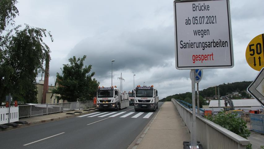 Die Sperrung gilt ab 5. Juli für den kompletten Verkehr. Nur Rettungsfahrzeuge dürfen noch über die Brücke fahren.