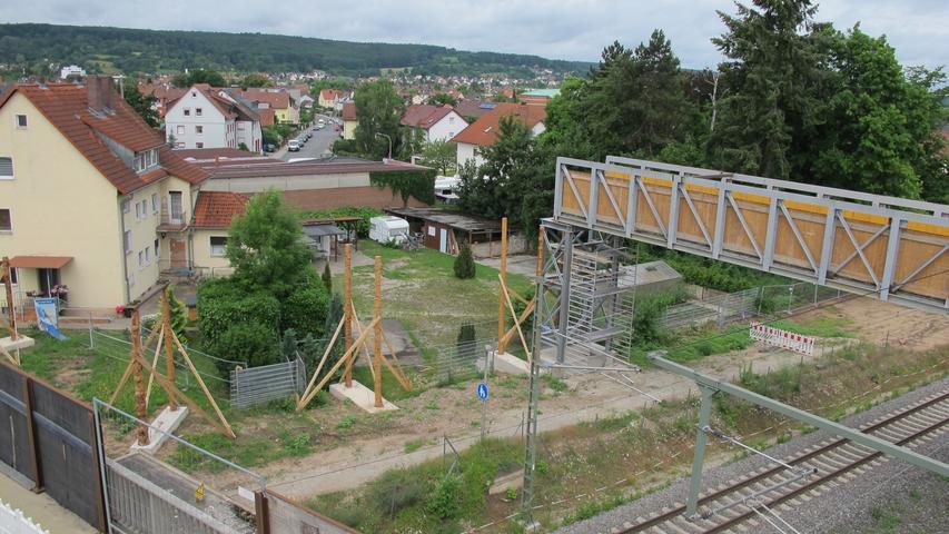 Die Holz-Stahlkonstruktion wurde bereits im März 2021 eingehoben.