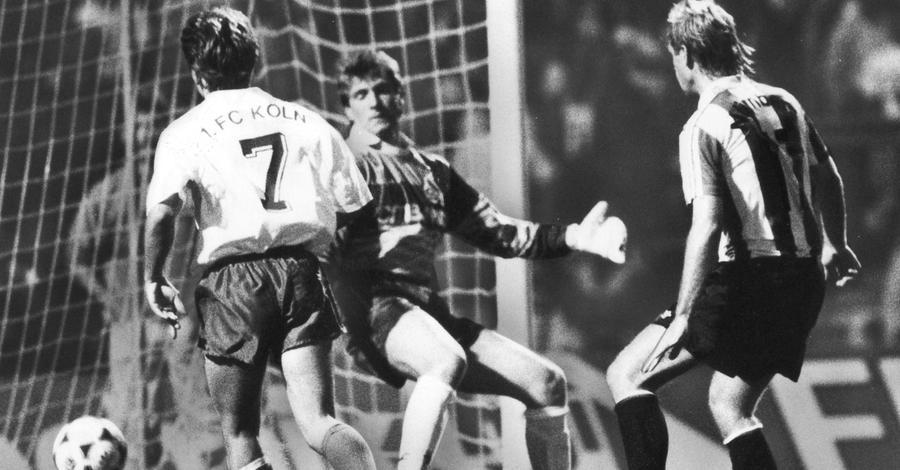 Achter, Fünfzehnter, Siebter, Dreizehnter - noch bevor der Club zur endgültigen Fahrstuhlmannschaft wurde, suchte man Konstanz zu Beginn des neuen Jahrzehnts beim 1. FC Nürnberg vergeblich. Schöne Momente gab es dennoch: das 4:0 gegen Köln im August 1991 war so einer. Dieter Eckstein besorgte schon nach 37 Minuten gegen Nationalkeeper Bodo Illgner den späteren Endstand.
