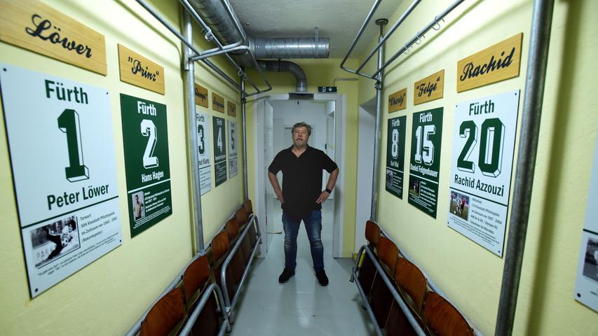 In den schmalen Gängen haben Vorstand Dieter Wirth und seine Mitstreiter unter anderem die Jahrhundertelf der Spielvereinigung verewigt.