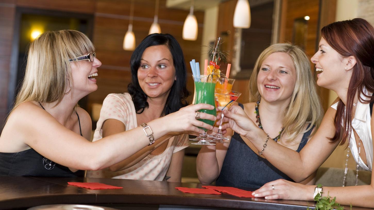 In Bayern fällt künftig in Restaurants und Bars die Pflicht zur Kontaktdatenerfassung weg.