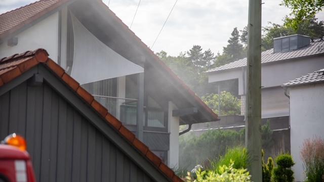 Rauch und Feuer in einem Deininger Wohnhaus: Ein Verteilerkasten war in Brand geraten. Der Sachschaden liegt laut Polizei bei 20.000 Euro.