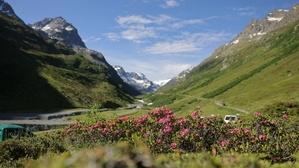 Bei einer Wanderung von Galtür zur Jamtalhütte und weiter zum Gletscher erlebt man die Bergwelt des Paznauntals.