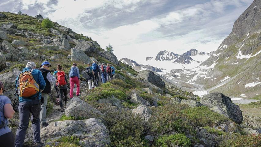 Wanderer können sich im Paznauntal am Jamtalgletscher über den Klimawandel und den Gletscherrückgang informieren.