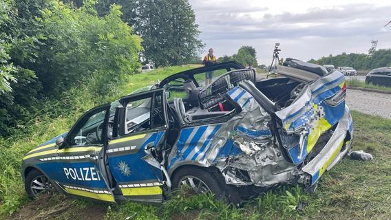 Schwerverletzte nach Kollision mit Polizeiauto auf A6: