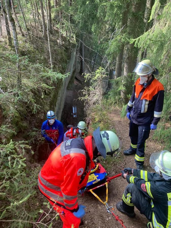 Durch Zufall waren unter den Rettungskräften auch Einsatzkräfte der Bergwacht - deren Expertise war im steilen Gelände der Klamm von großer Hilfe.