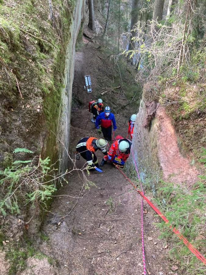 Die Rettung des Verletzten gestaltete sich schwierig.
