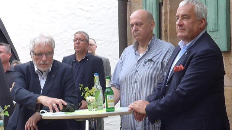 Nau brachte den Stein ins Rollen, über den sich Joino Pollak vom Landesverband Israelitischer Kultusgemeinden in Bayern und Dr. Ludwig Spaenle so freuen (v. li.).