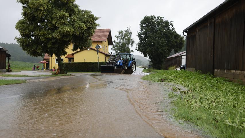 Mehrere Keller standen unter Wasser.