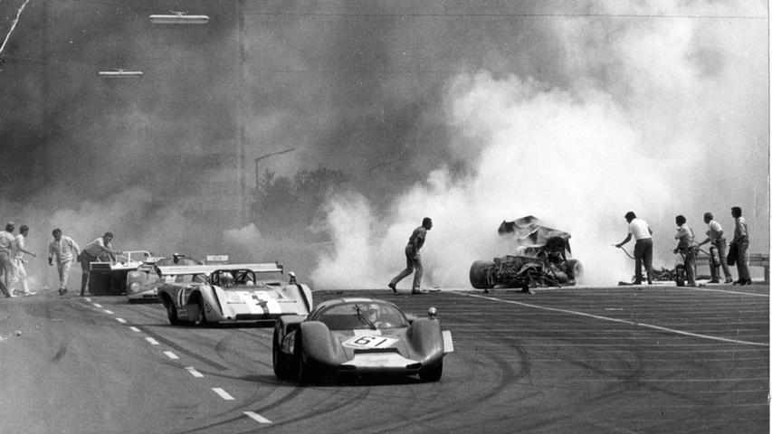 """Die """"200 Meilen von Nürnberg"""", die zum glanzvollsten Ereignis des Fränkischen Motorsports 1971 werden sollten, wurden von einem entsetzlichen Unglück betroffen.Hier geht es zum Kalenderblatt vom12. Juli:Rodriguez kam beim Norisring-Rennen ums Leben."""