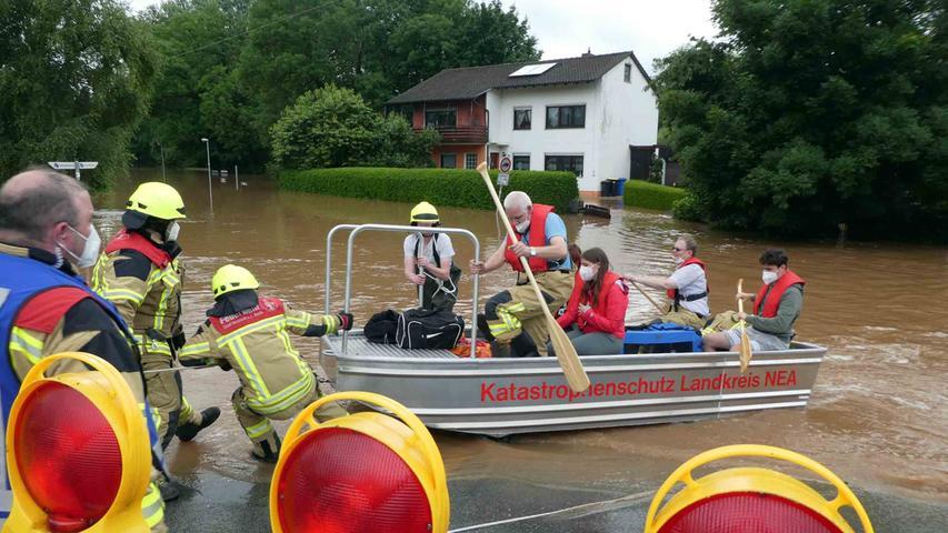 Die Feuerwehr Neustadt musste unter anderem auch einige Personen retten.