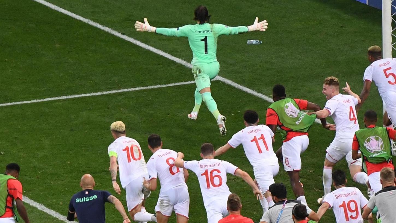 Pure Emotionen: Die Schweiz wirft Weltmeister Frankreich im Elfmeterschießen aus dem Turnier - und feiert sich ausgelassen.