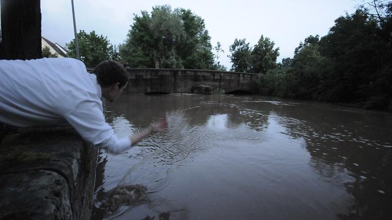 Foto: MAtthias Kronau Motiv: Am 9.7. abends tritt die Aurach über die Ufer und überschwemmt die  Parkflächen und gefährdet Keller     Mit freundlichen Grüßen  Matthias Kronau Redakteur _____________________________________________   Nordbayerische Nachrichten Herzogenaurach und Erlanger Nachrichten Innere Brucker Straße 11 91054 Erlangen _____________________________________________   Tel.: +49 9131 - 9 77 93 58 E-Mail: redaktion-en-nn@pressenetz.de  Sitz der Gesellschaft: Nürnberg Registergericht Nürnberg HRA 5133  Persönlich haftende Gesellschafterin: Druckhaus Nürnberg GmbH Geschäftsführerinnen: Bärbel Schnell, Sabine Schnell-Pleyer, Erika Gassner Sitz der Gesellschaft: Nürnberg Registergericht Nürnberg HRB 760