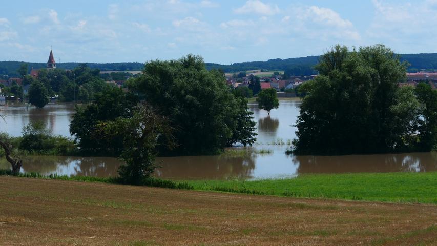 Der Blick über das Aischtal von Aisch nach Adelsdorf.