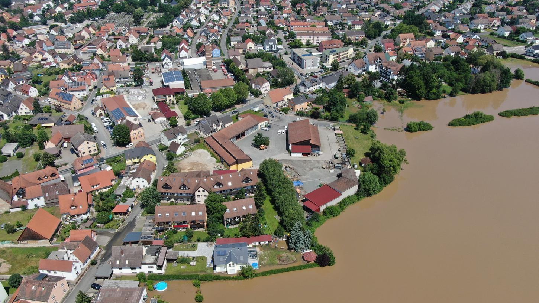 Braune Brühe bedroht viele Gemeinden auch in Franken.