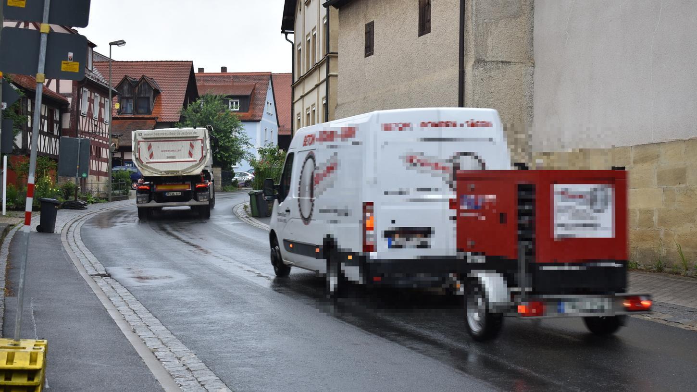 Schwerlastverkehr in Kunreuth.