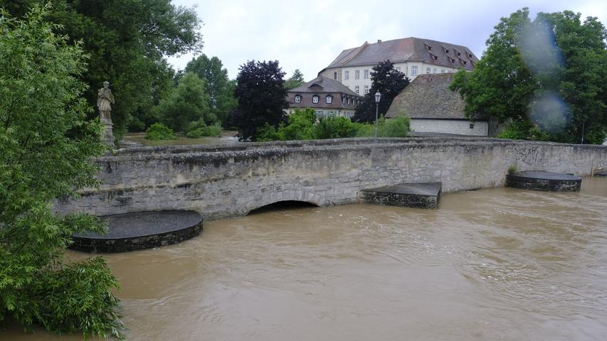 Alte Aischbrücke mit Schloss