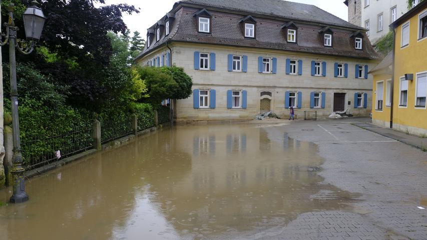 Die Stadtmühle sowie die Bäckerei Fumy waren betroffen, doch man sei glimpflich davongekommen, hieß es.