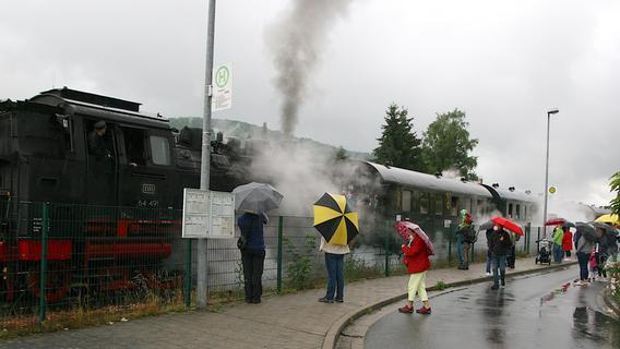 Ebermannstadt: Die Dampfbahn Fränkische Schweiz fährt auch im Regen