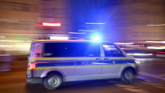 Nürnberg: 18-Jährigen mit abgebrochener Flasche attackiert und am Hals schwer verletzt
