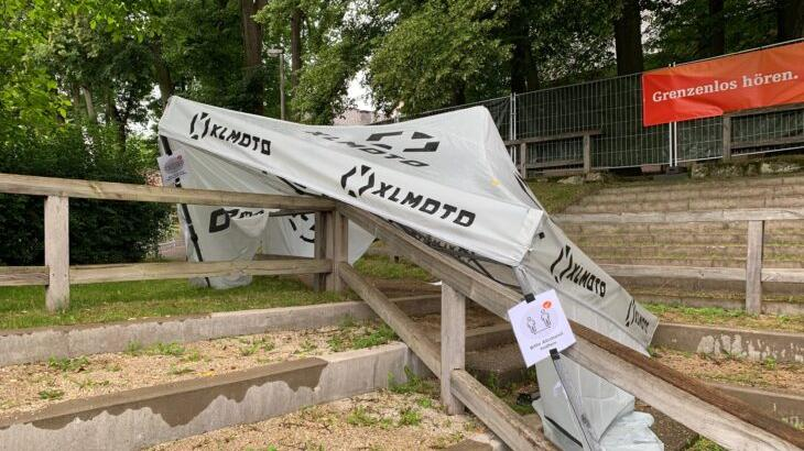 Unter anderem wurde dieser Pavillon auf dem Festivalgelände beschädigt.
