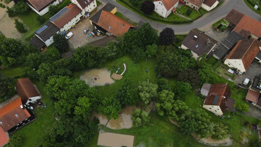 Ergersheim selbst hat es beim Starkregen nicht so schlimm wie andere Orte erwischt. Zum Beispiel der Generationenspielplatz stand aber unter Wasser. Schlimmer traf es den Ortsteil Ermetzhofen.