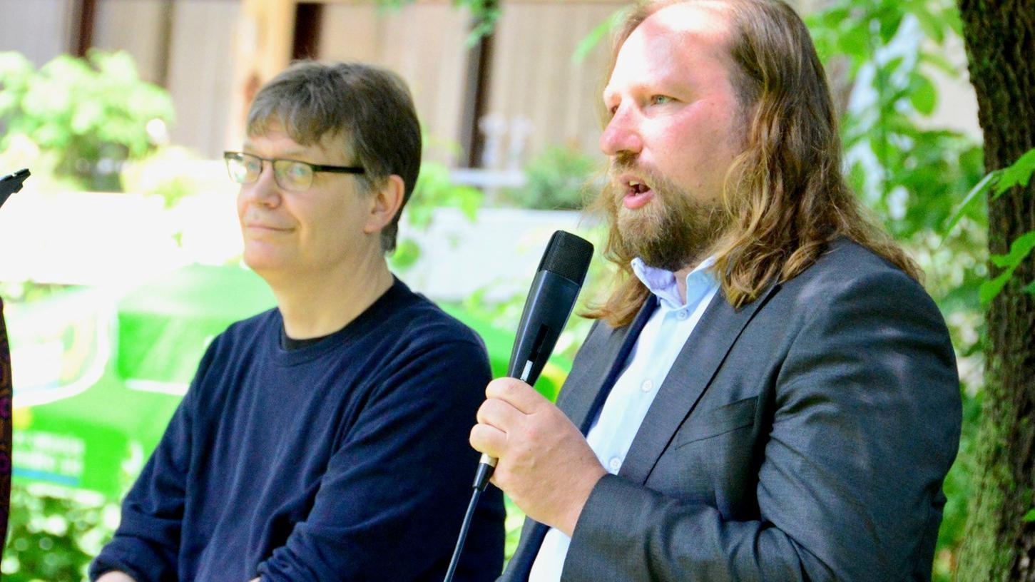 Grünen-Bundestagsfraktionschef Toni Hofreiter (rechts) und Sascha Müller, Bundestags-Direktkandidatfür Nürnberg Süd, waren in Schwabach um klare Worte zum Klimawandel und zu den zur Verlangsamung der Erderwärmung nötigen Veränderungen nicht verlegen.