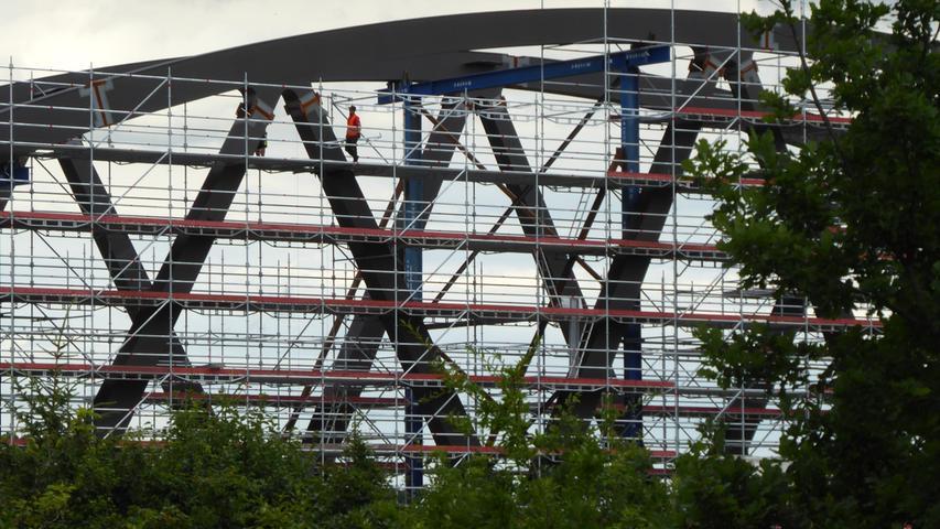 Die künftige neue Autobahnbrücke bei Forchheim Nord:Ein Riese aus Stahl und Beton! Fast ein kleines Kunstwerk.