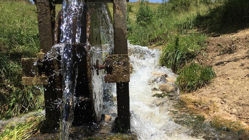 Viel Wasser treibt im Lengenbachtal das Wasserrad an.