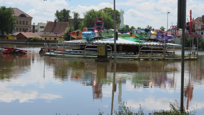 Das Hochwasser am 10. und 11. Juli überflutete auch die Festwiese in Höchstadt. Die Versiegelung des Bodens hat auf die Höhe der Flut allerdings kaum Einfluss.
