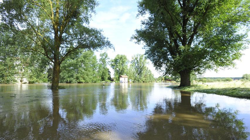 Ressort: Lokales - Forchheim....Datum: 12.07.2021....Foto: Athina Tsimplostefanaki....Hochwasser ....Der Tag nach der Flut im Unteren Aischgrund aufräumen, Schaden
