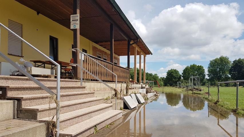 Hochwasser in Hallerndorf , Sportheim DJK Concordia, Fotos Maria Däumler 1+2