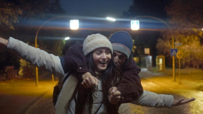 """Kommt frisch von der Berlinale und noch vor dem deutschen Kinostart zum Festival: Szene aus """"Die Welt wird eine andere sein"""" von Anne Zohra Berrached."""