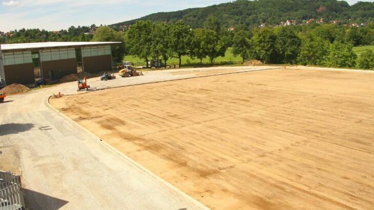 Die Fertigstellung der Hersbrucker Freisportanlage mit der 400-Meter-Rundbahn entwickelt sich wegen Lieferproblemen beim Material zur Hängepartie.