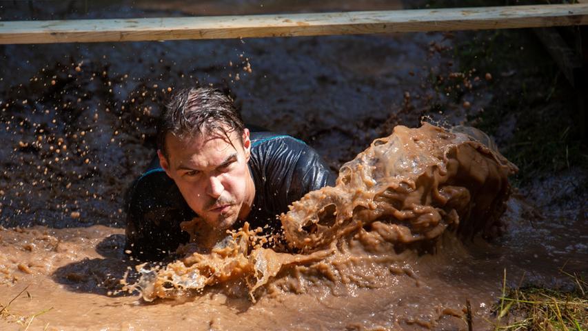 Der Begriff Tough Mudder ist für diese Fortbewegungsart erfunden worden.
