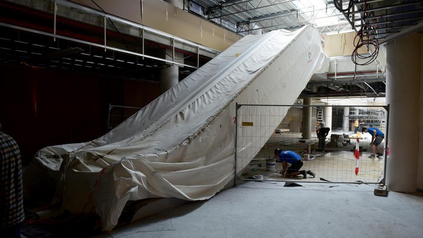 Die neuen Rolltreppen sind zum Schutz vor Staub und Schmutz...