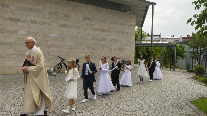 Am ersten Sonntag im Juli konnten neun Kinder aus der Herzogenauracher Pfarrgemeinde St. Otto, sieben aus St. Josef Niederndorf und zwölf aus der Stadtpfarrei ihre erste Heilige Kommunion begehen.