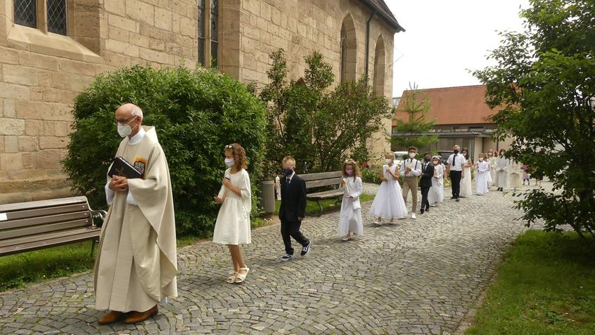 In St. Otto und in der Stadtpfarrkirche feierte Stadtpfarrer Helmut Hetzel mit ihnen und ihren Angehörigen den Gottesdienst