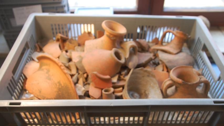 Die Voraussetzungen für Funde sind aus vielerlei Gründen optimal. Die Fachleute erwarten, dass sie am Ende mehrere Tonnen Material haben werden.
