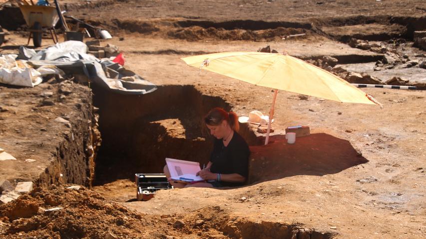 Zehn Archäologen sind derzeit auf dem Gelände im Steinleinsfurt eingesetzt. Darunter auch Wissenschaftler aus Polen.