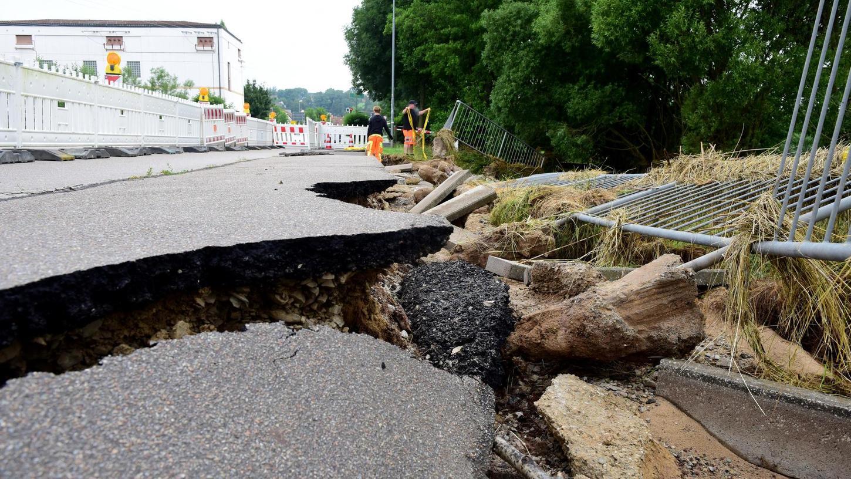 Das Landratsamt rechnet mit zwei Wochen, dann könnten die Schäden an der Stelzenbachstraße wieder behoben sein.