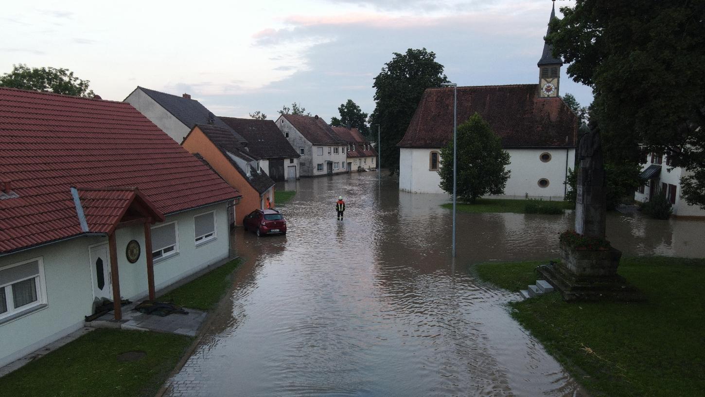 In zahlreichen Orten wie hier in Kaubenheim standen die Straßen unter Wasser, ebenso viele Keller - und das waren längst nicht die schlimmsten Schäden.